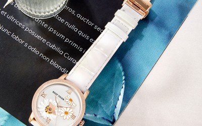 New Arrival Elegant And Extravagant Fashion Claims  Love Bee Ladies Watch RGA1585